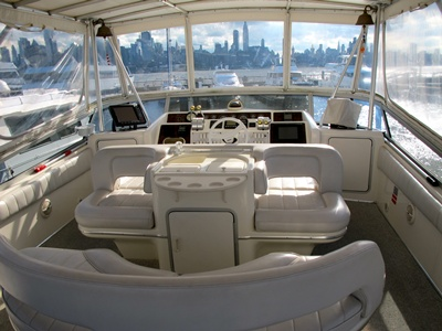 NYC charter yacht Agios bridge