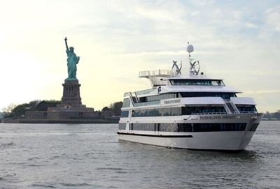 New York boat Infinity - Statue
