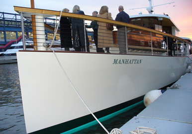 Motor yacht Manhattan bow