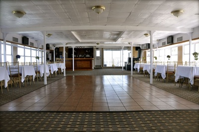 NYC charter yacht Paddlewheel Queen - upper level