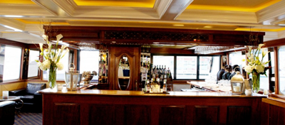 NJ charter yacht Royal Princess bar aft