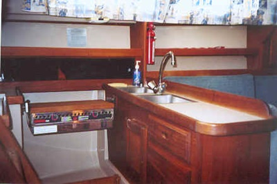 Yacht 32 galley