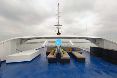 nyc yacht 550 top deck aft
