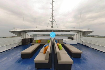 Brooklyn yacht 550 top deck