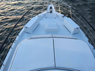 New  York yacht 58 bridge -foredeck