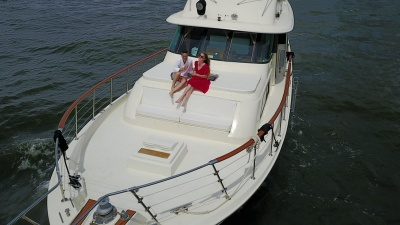 Manhattn luxury yacht 60  port bow
